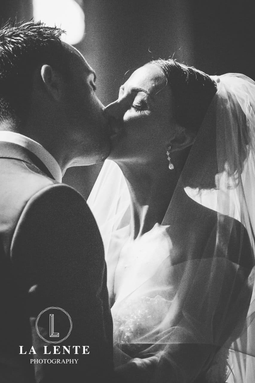 bride-and-groom-kissing-close-up-candid-wedding-photography-in-sydney.jpg